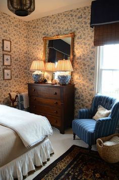 Wallpaper Country Style - Fresh ideas as you dress the walls - Decoration Solutions Cozy Bedroom, Bedroom Decor, Bedroom Signs, Decorating Bedrooms, Bedroom Apartment, Bedroom Furniture, Bedroom Ideas, English Country Decor, Country Style