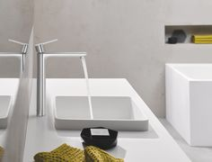 28 mm ceramic cartridge with Grohe SilkMove. Grohe EcoJoy SpeedClean mousseur l/min. Grohe QuickFix Plus rapid installation system. Bathroom Taps, Bathroom Interior, Large Bathrooms, Small Bathroom, Contemporary Interior Design, Modern Interior, Modern Room, Modern Bathroom, Bathroom Trends