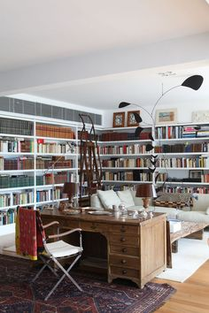 Home library desk couch ideas Library Bookshelves, Bookshelf Design, Bookcases, Bookcase Wall, Home Office, Home Library Design, Home Design, Design Ideas, Dream Library