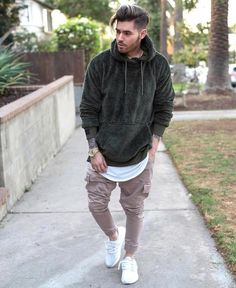 160 the most cool casual winter fashion outfits – page 18 Men Looks, Smart Casual Men, Trendy Fall Outfits, Winter Fashion Casual, Casual Winter, Hoodie Outfit, Mens Fashion Suits, Urban Fashion, Style Fashion