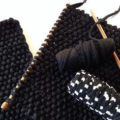 Cushion experimenting Monday! #fabricyarn #tshirtyarn #bobbiny #knitstagram #yarnporn #monochrome