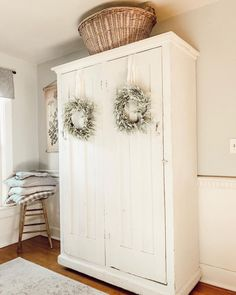 Are you searching for inspiration for rustic farmhouse? Browse around this website for unique rustic farmhouse pictures. This specific rustic farmhouse ideas seems to be totally terrific. Farmhouse Remodel, Country Decor, Decor Inspiration, Home Decor, Farmhouse Style Kitchen, Farmhouse Bedroom Decor, Country Style Homes, Country House Decor, Modern Farmhouse Decor