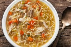 Easy Chicken Noodle Soup - Healthy Quick and Easy Soups Hot Soup Recipes, Roast Chicken Recipes, Roasted Chicken, Easy Recipes, Ramen Recipes, Top Recipes, Creamy Chicken, Lunch Recipes, Delicious Recipes