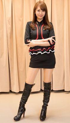 70s Fashion, Asian Fashion, Womens Fashion, Hot Japanese Girls, Girls In Mini Skirts, Cute Asian Girls, Sexy Boots, Beautiful Asian Women, Cute Woman