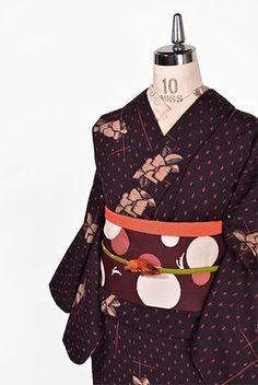 チャコールブラックにまたたく星のようなドットと椿の花愛らしいウール単着物 - アンティーク着物・リサイクル着物のオンラインショップ 姉妹屋