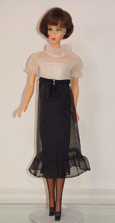 Barbie Life, Barbie World, Barbie And Ken, Vintage Barbie Clothes, Vintage Dolls, Doll Clothes, Diy Dragon Costume, Malibu Barbie, Barbie Diorama