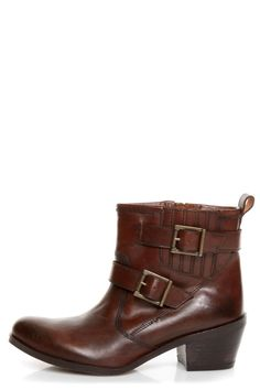 Mia Roam Cognac Brown Leather Motorcycle Ankle Boots at Lulus.com! 119$