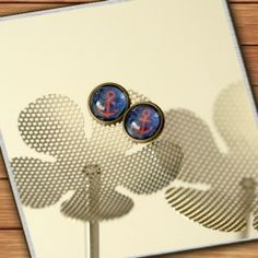 bronze-colored stud earrings - dark blue red anchors - handmade by Mad In Belgium (www.mad-in-belgium.com)
