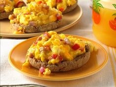English Muffin Breakfast Pizza- make with only egg whites, fat free cheese & veggies!  WW Friendly!  Aprox. 3 pts.