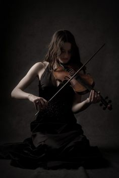Photos - Female Solo Violinist  #Pavelife#Art