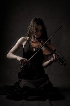 Photos - Female Solo Violinist  #Pavelife#Art