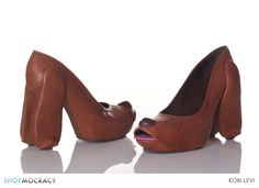 Israeli footwear designer Kobi Levi is creating unique high heels. Instead of the usual high heels design, he put many objects to be his design. Crazy High Heels, Extreme High Heels, Crazy Shoes, Me Too Shoes, Designer High Heels, Designer Shoes, Funny Shoes, Shoe Boots, Shoes Heels