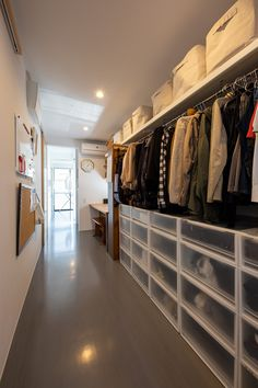 Small Closet Storage, Wardrobe Storage, Closet Shelves, Room Closet, Walk In Closet, Small Apartments, Small Spaces, Outdoor Laundry Rooms, Open Wardrobe