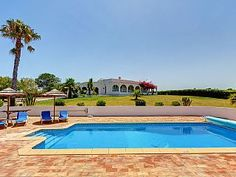 Luxury 4 bedroom private villa with pool. Good school hols? N/a next june
