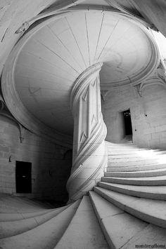 Chateau-de-la-Rochefoucauld stairway distratos