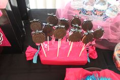 Easy Decoration and Snack for Monster High Birthday Party - Oreo Cookie Pops with Bat Ring (used pink frosting oreos to match theme). Monster High Birthday, Monster High Party, Oreo Cookie Pops, Oreo Cookies, 8th Birthday, Birthday Parties, Birthday Ideas, Pink Frosting, Spa Party