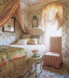 vintage #bedroom decor| http://your-bedroom-designs-gallery.blogspot.com