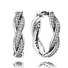The classic hoop shape is celebrating a fashion revival, and PANDORA's radiant braided design in sterling silver and sparkling cubic zirconia will add a special finish to your outfit. Combine the earrings with the matching ring to create a luminous set.<br><br> <b> Style</b> 290576CZ