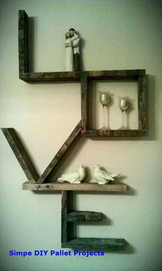 Amazing Diy Furniture Projects – I would put small framed pictures of family mem… - Regal Selber Bauen Diy Pallet Projects, Furniture Projects, Diy Furniture, Recycling Projects, Furniture Design, Furniture Stores, Outdoor Furniture, Craft Projects, Furniture Movers