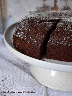 Kääpiölinnan köökissä: Kahvilla ja rommilla maustettu kookos-suklaakakku aikuiseen makuun!