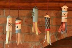 awesome paper craft for kids - cute little rockets!  Looks like they are made out of toilet paper rolls, perhaps?  Love 'em.