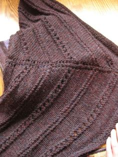 triangular scarf with eyelet pattern row size 10 needles (6mm)