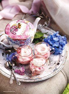 Tea time, jardin anglais, fleurs, raffiné, élégants, parfums, muffins, plateau d'argent, porcelaine anglaise