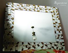 Espejo de espejos y venecitas doradas