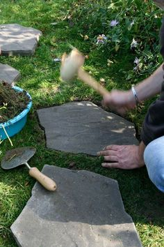 Front Yard Landscaping Ideas - Take these inexpensive and easy landscaping suggestions for a stunning backyard. Front Yard Landscaping Ideas - Take these inexpensive and easy landscaping suggestions for a stunning backyard. Landscaping With Rocks, Front Yard Landscaping, Landscaping Ideas, Landscape Design, Garden Design, House Design, Garden Stepping Stones, Yard Care, Stone Walkway