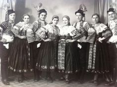 Kroje a tak : Photo Folk Costume, Costumes, The Older I Get, Bratislava, Beautiful Patterns, Czech Republic, Homeland, Old Photos, Westerns