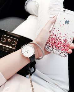 A gorgeous look needs a awesome phone case! Tap the link in the bio and see much more #iphone #phonecase #samsung : @francisoutfits. Phone case by Gocase www.shop-gocase.com