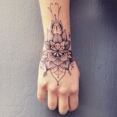 Hand tattoos for women are a beautiful tattoo category. - Hand tattoos for women are a beautiful tattoo category. It's one of most visible body parts, so c - Fake Tattoos, Body Art Tattoos, Small Tattoos, Girl Tattoos, Sleeve Tattoos, Tatoos, Flower Tattoos, Female Hand Tattoos, White Tattoos