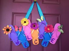 Flip Flop Welcome sign - Festa estiva Diy Projects To Try, Crafts To Make, Craft Projects, Crafts For Kids, Diy Crafts, Wreaths Crafts, Craft Ideas, Beach Crafts, Summer Crafts