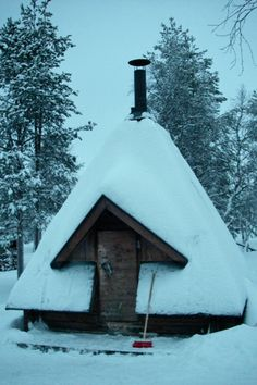 Ski hut in Finland.  At the end of the garden. Or face a current structure in boards.
