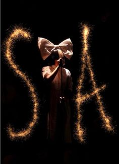 I fu love her! Her voice and songs are absolutely beautiful. Would love to see her live one day! One of my favorite singers/artists hands down. Very unique:) Got most of her songs on my iPod lol Sia Album, Sia Singer, Sia Kate Isobelle Furler, Sia The Greatest, Sia Music, Sia And Maddie, Musica Disco, Divas, Women In Music