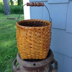 Joanna's Collections offers a collection of fully functional, specially designed, hand-woven baskets, kits, and patterns that will last for years. Plant Basket, Bamboo Basket, Old Baskets, Wicker Baskets, Easter Baskets To Make, Pioneer Day, Painted Baskets, Wicker Bedroom, Weaving Art