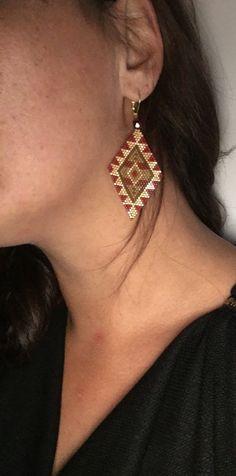Boucles d'oreilles losanges ethnique dans les tons doré