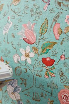 A light minty turquoise plays the supporting role in this variation of design wallpaper Carline with its extravagant pattern design of flowers, petals, animals, small far-away island landscapes, twig and tree structures.  #interiordesign#wallpaper #turquoisewallpaper Turquoise Wallpaper, Turquoise Walls, Green Wallpaper, Pattern Wallpaper, Vintage Bird Wallpaper, Vintage Birds, Tree Structure, Bathroom Wallpaper, Paisajes