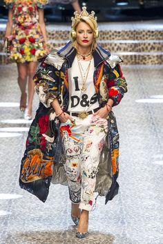 Here, see every look from the Milan Fashion Week Dolce & Gabbana Fall 2017 runway show. Catwalk Fashion, Fashion Week, Winter Fashion, Fashion Show, Fashion Outfits, Womens Fashion, Milan Fashion, Mode Halloween, Halloween Fashion