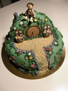 Hobbit cake for a nerdy couple Just imagine a girl hobbit next to the boy!