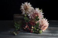 #dahlias #blackberries #coldporcelain #clayart #cakedesign