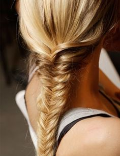 Love this half up half down , French to fish tail. Great hair style for summer! Fishtail braided bun backstage at Viktor & Rolf,. Fishtail Braid Hairstyles, Daily Hairstyles, Pretty Hairstyles, Straight Hairstyles, Hairstyles For The Gym, Hairstyles Pictures, Simple Hairstyles, Braided Ponytail, Hair Pictures