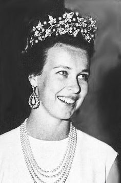 """HRH Maria Gabriella di Savoia wearing tiara, baroque pearls and diamonds """"ornement de corsage"""" which had belonged to her mother, Queen Elena of Italy."""