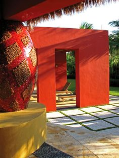 I'm just awed by the coolness of this sleek modern sculpture. What a bold use of color! And I'd love to relax in the little shade structure behind. What a breath of fresh air. Design by Bell + Aqui Landscape Architecture in Miami, FL. Contemporary Garden Design, Modern Landscape Design, Landscape Architecture Design, Green Landscape, Modern Pergola, Outdoor Pergola, Modern Landscaping, Outdoor Spaces, Outdoor Living