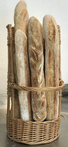 Baguette de tradition - Breadbull - posted by www. Baguette, Bread Rolls, Bread Baking, Traditional, Food, Matcha Whisk, Play Dough, Baking, Rolls
