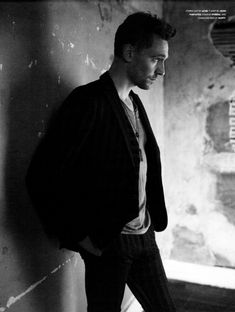 I think, ASkars aside, I might have a type...Edward Norton, Trent Reznor, and oh my, Tom Hiddleston. He's just gorgeous!!!