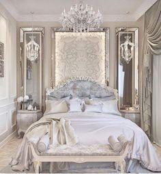 It looks like a Royal bedroom . Se parece a un dormitório Real . Parecido com um quatro de dormir da Realeza . Guest Bedroom Decor, Bedroom Colors, Big Bedrooms, Luxury Bedroom Design, Woman Bedroom, Suites, Home And Deco, Minimalist Bedroom, Dream Rooms