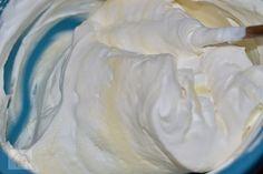Tiramisu cu capsune - CAIETUL CU RETETE Tiramisu, Icing, Deserts, Dessert Recipes, Cookies, I Love, Crack Crackers, Biscuits, Postres