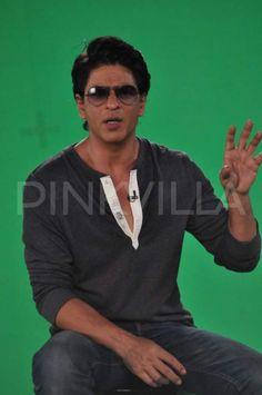 Shah Rukh Khan plays carrom between shoots | PINKVILLA
