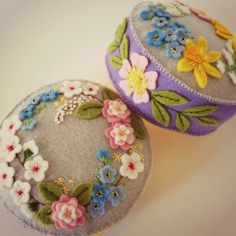 I finished up these two flower pincushions today while sipping tea and chatting with a friend who was needle felting a little pig. Felt Flowers, Spring Flowers, Fabric Flowers, Heart Template, Flower Template, Crown Template, Hand Embroidery Art, Embroidery Fabric, Wool Applique Patterns